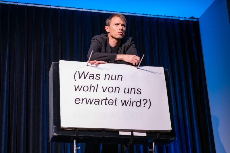 Eine simple Idee – genial umgesetzt: Sprechen heisst bei OHNE ROLF Blättern. © Ben Koechlin
