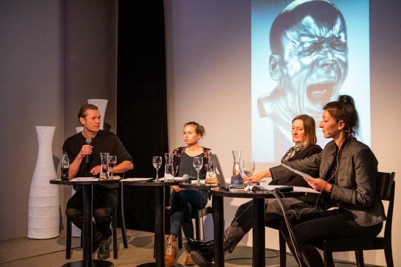 Matinée «schau, das bild löst sich ab - Bildlichkeit in der Lyrik der Gegenwart» mit Nico Bleutge, Joceline Ziegler, Sabine Scho und Alisha Stöcklin (Moderation). © Ben Koechlin